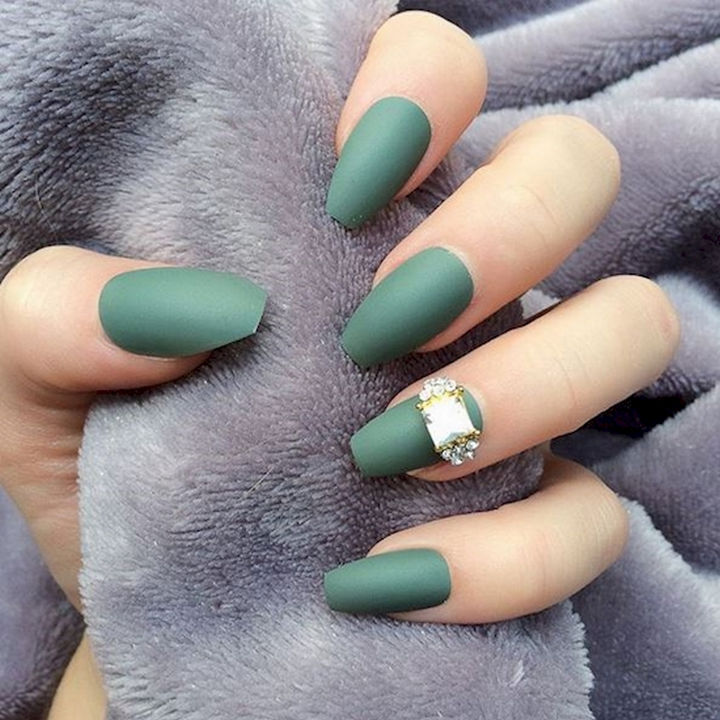 18 Beautiful Green Nails for Fall - Perfect matte green nails with a stunning accent nail.