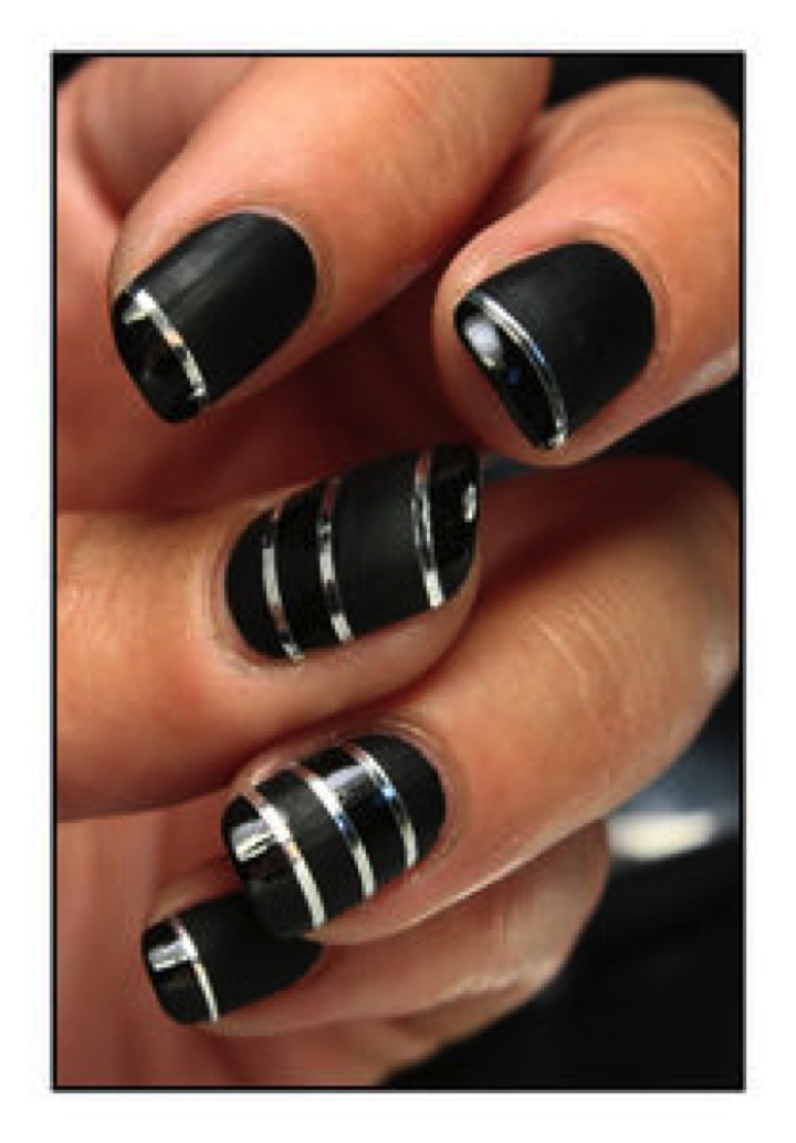20 Metallic Nails - Black nails never looked better.