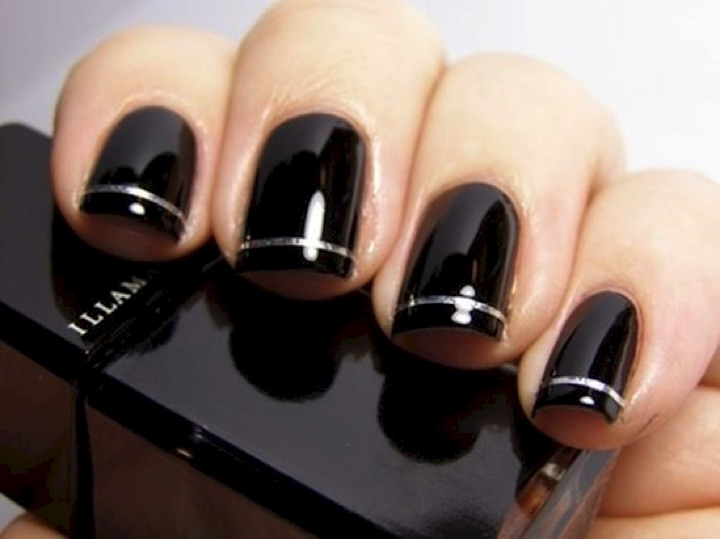 20 Metallic Nails - Black glossy nails with shimmering silver.
