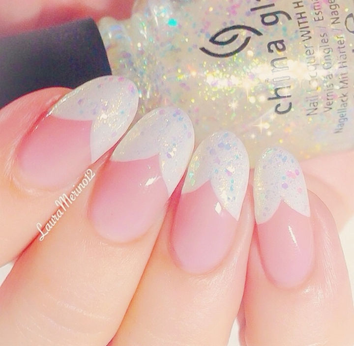 17 French Nails With a Twist - Go bold with scalloped tips.