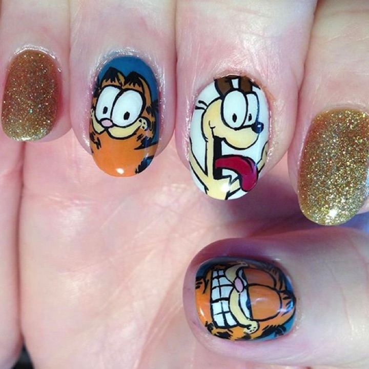 18 Saturday Morning Cartoon Nails - Garfield and Odie.