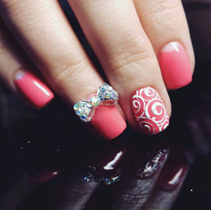 18 Perfectly Manicured Bow Nails - Simple yet classy with a cute sparkling bow.