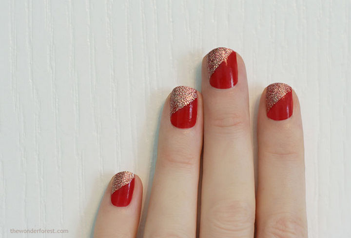 23 Christmas Nails - Sparkly and bright Christmas nails.