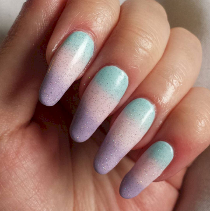 17 Cotton Candy Nails - Sparkling cotton candy gradient.