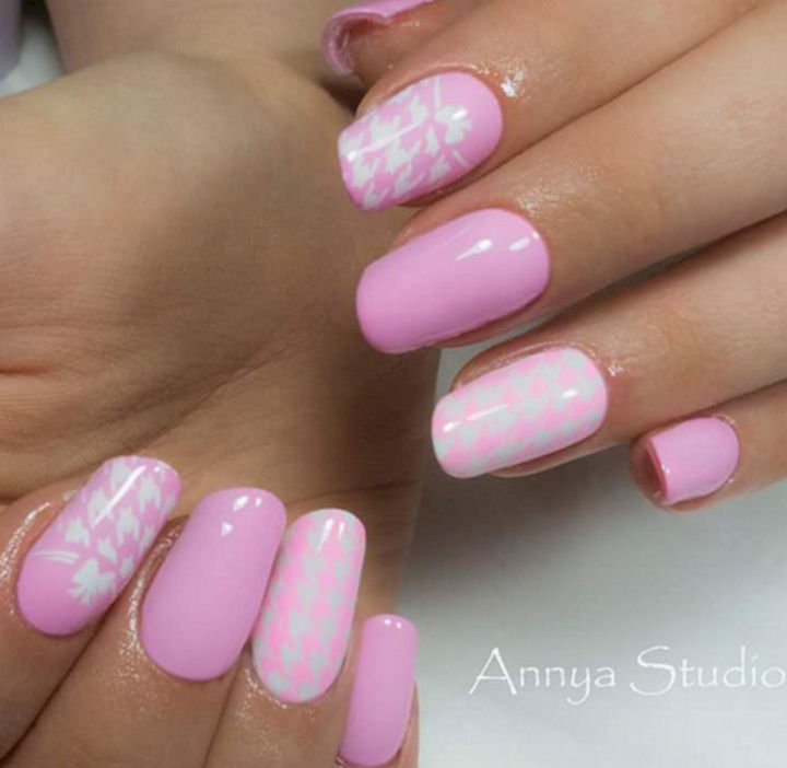 17 Rose Pink Nails - Beautiful shades of pink with stenciled patterns.