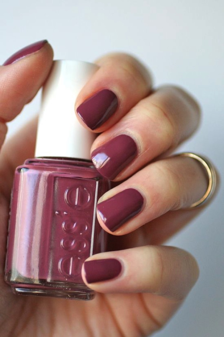 17 Extravagant Mauve Nail Manicures - Get obsessed with mauve.