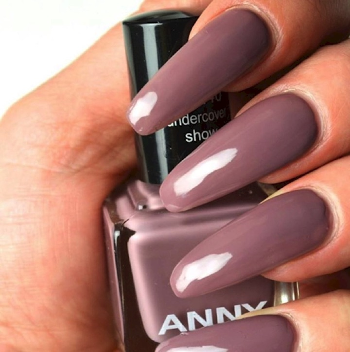 17 Extravagant Mauve Nail Manicures - Simplicity at its best.