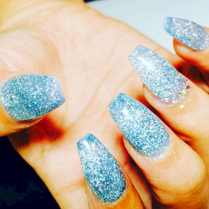 18 Ice Blue Nails - An incredible winter mani that glitters like fresh fallen snow.