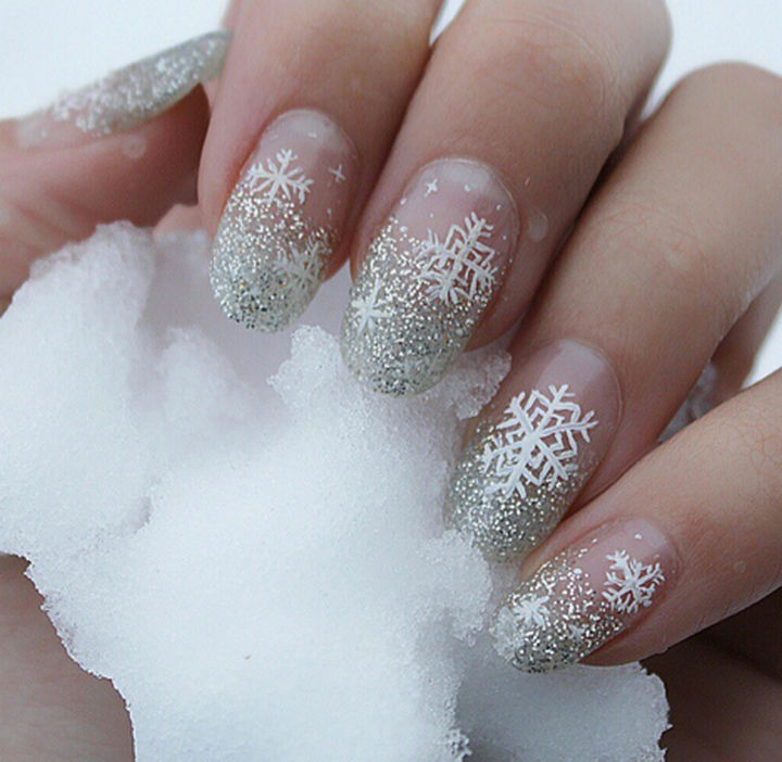 39 Winter Nails - A pretty snowfall.