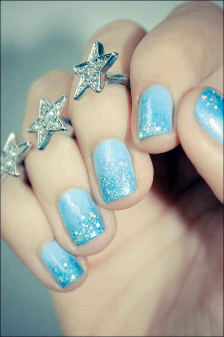39 Winter Nails - A freezing mani.