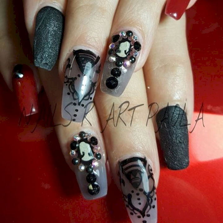 18 3D Nails - Stylish swirling black and gold nails.