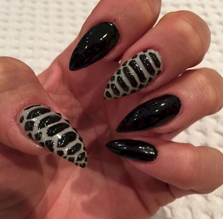 18 3D Nails - Silky black textured nails.