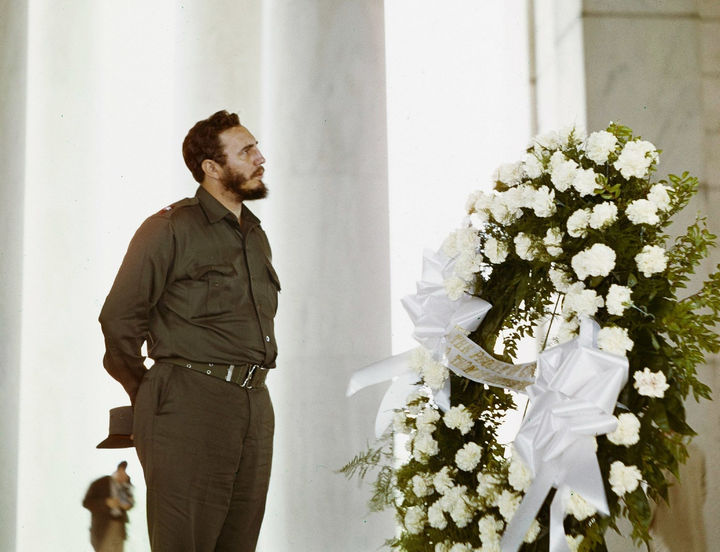 35 Rare Historical Photos - 1959: Fidel Castro, the political leader of Cuba from 1959 to 2008, visiting the Thomas Jefferson Memorial in Washington, DC.