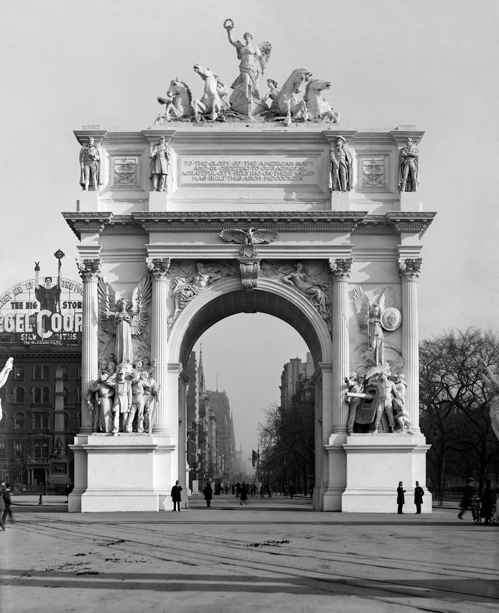 35 Rare Historical Photos - 1899: The Dewey Arch was a magnificent triumphal arch that stood in Madison Square in NYC, which celebrated the victory in the Battle of Manila Bay at the Philippines. It quickly began to deteriorate and was demolished in 1900 because of a lack of funds required to repair it.