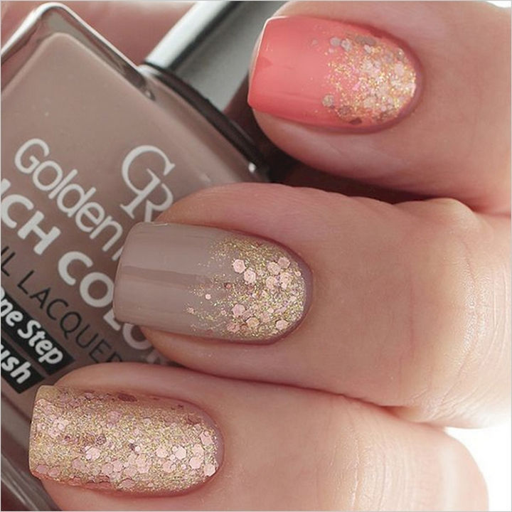 18 Perfect Wedding Nails - Gold glitter wedding nails.