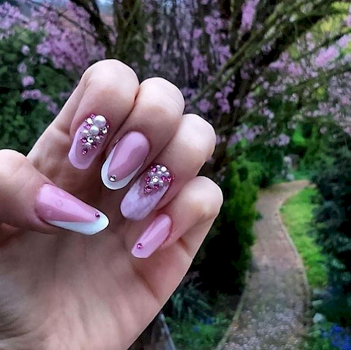 18 Spring Nails - Spring colors of white and purple lilacs.
