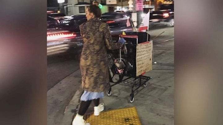 20 Photos Will Restore Your Faith In Humanity - This woman who took care of a homeless man's cart while he received treatment after collapsing on the ground.