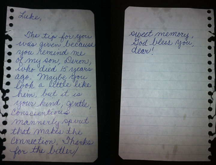 20 Photos Will Restore Your Faith In Humanity - This elderly lady in a restaurant handing a special note to her server along with a $20 tip.