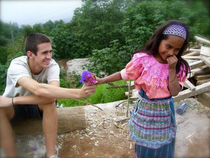 20 Photos Will Restore Your Faith In Humanity - A shy Guatemalan girl receiving flowers from a tourist she just met.