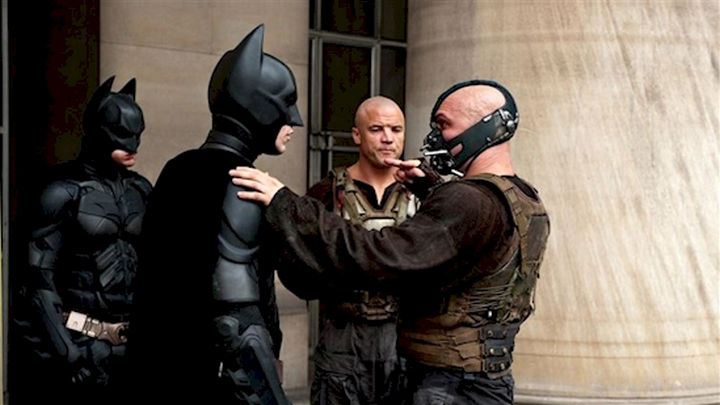 """23 Celebrities Hanging Out With Their Stunt Doubles - Christian Bale and Tom Hardy go through a scene with their respective stunt doubles on the set of """"The Dark Knight Rises."""""""