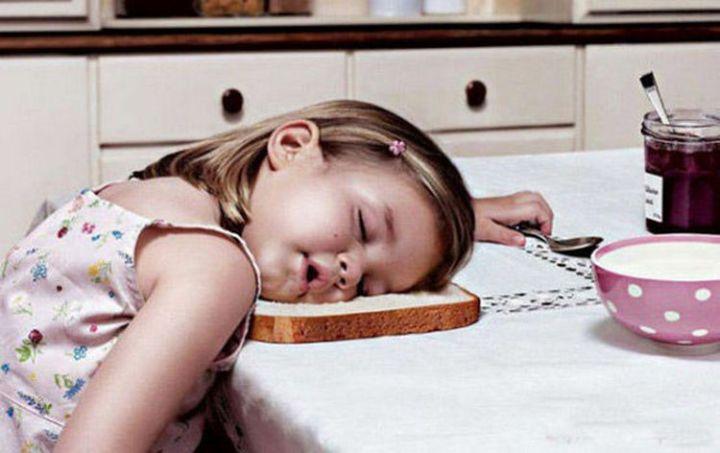 25 Kids Sleeping in the Strangest Places - Falling asleep while making breakfast.