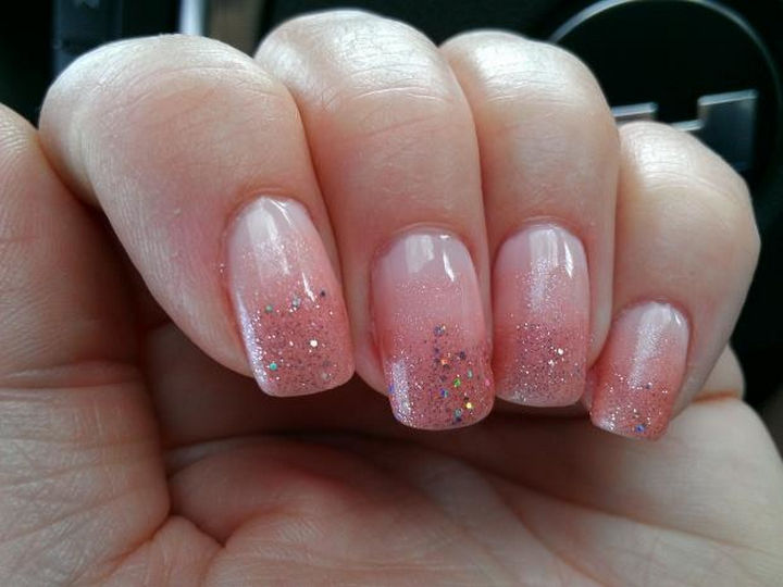 17 Gradient Nails - Gradient glittered pink nails.