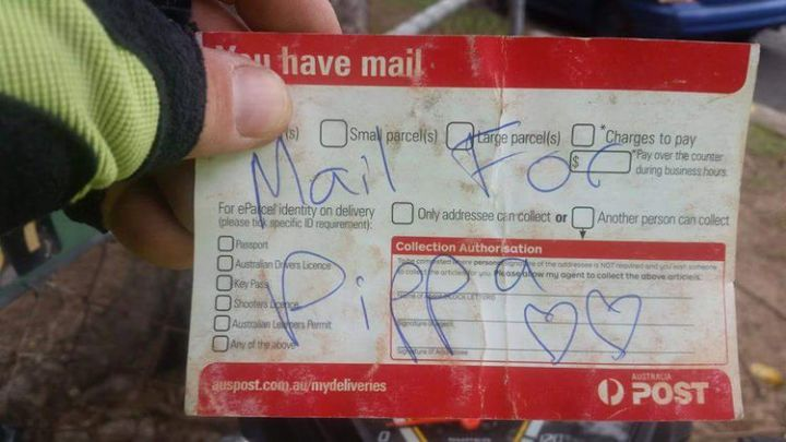 But on days when her owners have no mail, the Australian postman improves and writes a special message on a parcel delivery card.
