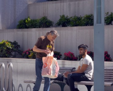 Homeless Person Returns Items He Just Bought to Help a Stranger.