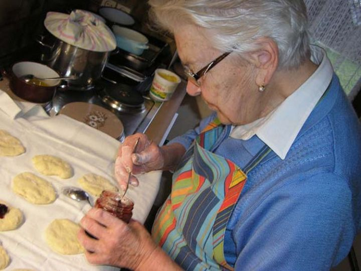 40 Things You'll Regret When You're Old - Not learning to cook.