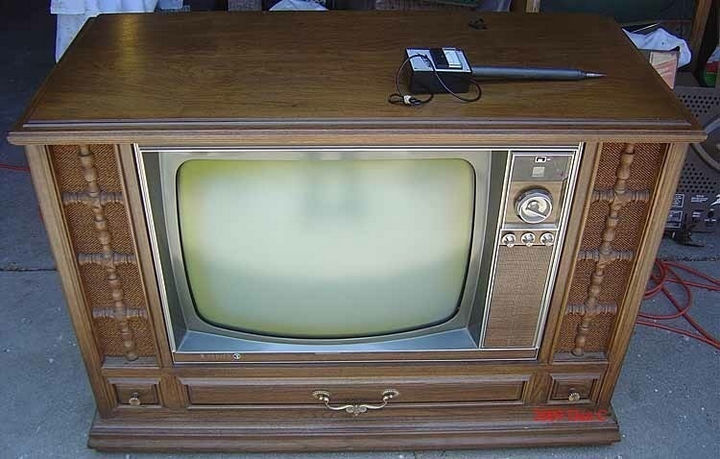 34 Things If You Grew Up in the 60s or 70s - You loved your Zenith TV even if you had to get up to change the channel.