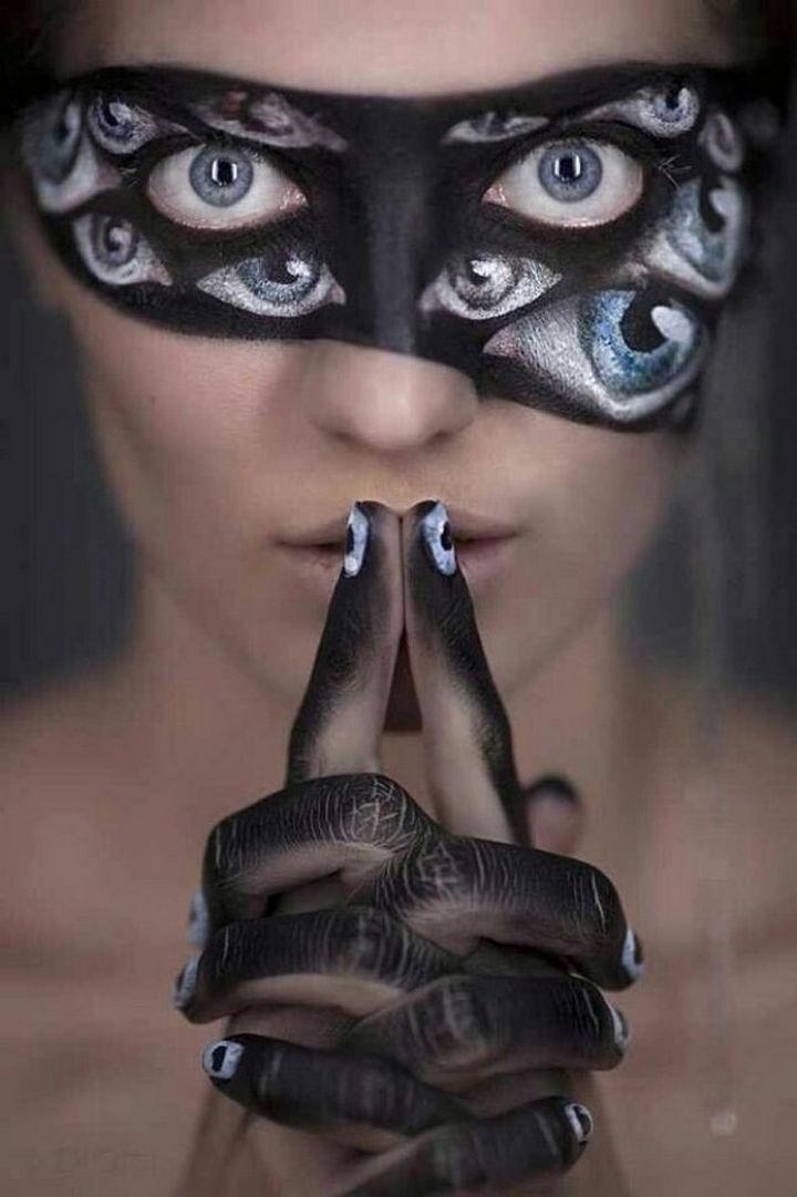 37 Scary Face Halloween Makeup Ideas - A spooky eye mask.