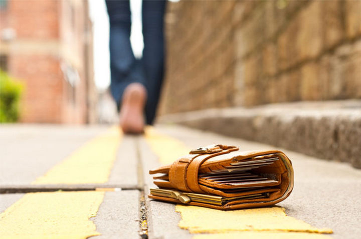 17 Self-Defense Tips - If you're being abducted, drop personal belongings like a wallet.