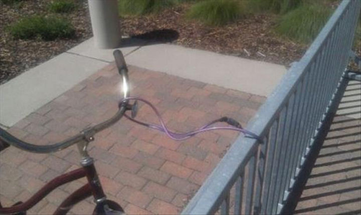 25 People Who Simply Had One Job - Great job on securing your bike.