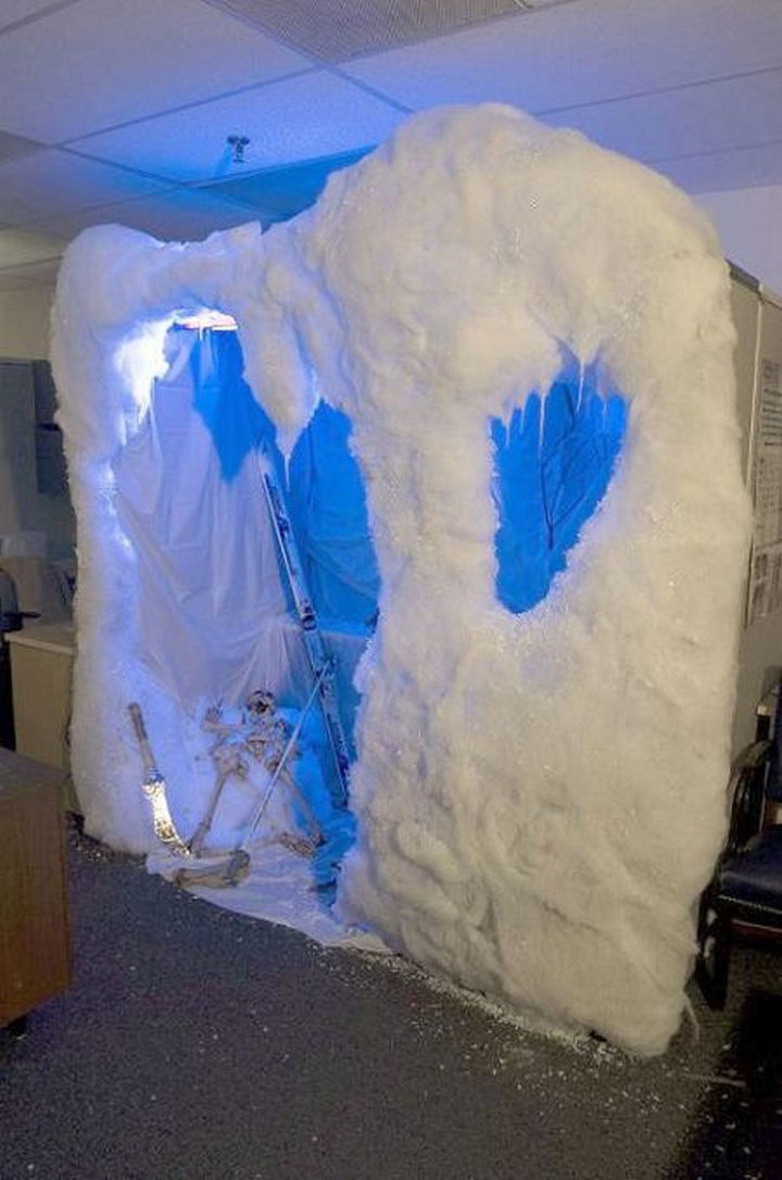 26 Funny Office Pranks - A winter wonderland complete with skis.