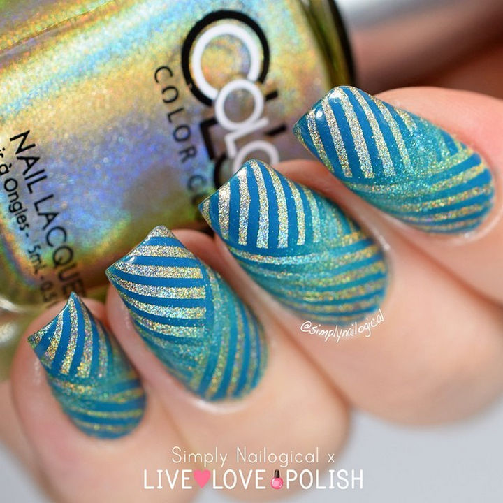 18 Reverse Gradient Nails - Gorgeous aqua color nails with incrediblycreative use of striping tape.