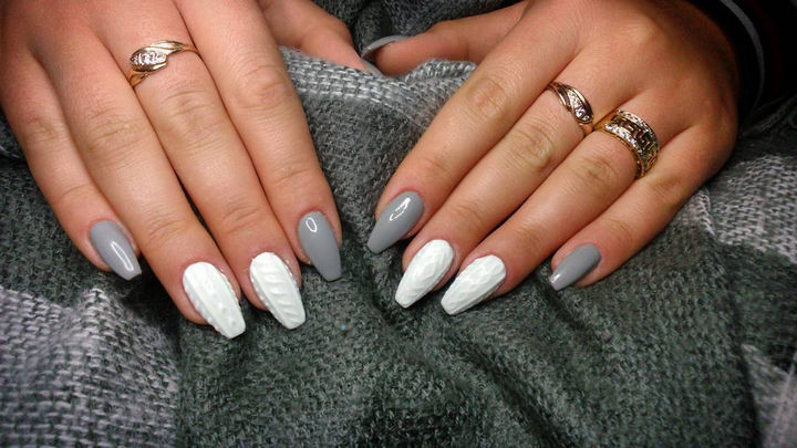 10 Winter Sweater Nails - Gorgeous winter sweater nails with style.