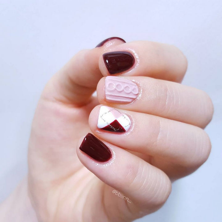 10 Winter Sweater Nails - A chic design with a pink and ruby red argyle accent.
