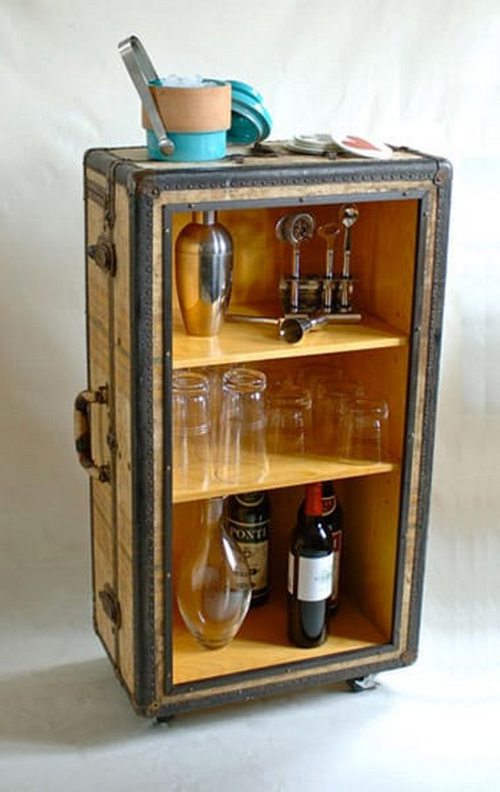 18 DIY Bars and Bar Carts - Transform your travel trunk into a DIY rolling bar.