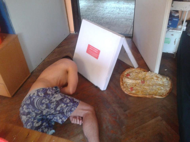 25 People Having a Really Bad Day - When you order pizza after a night of drinking.
