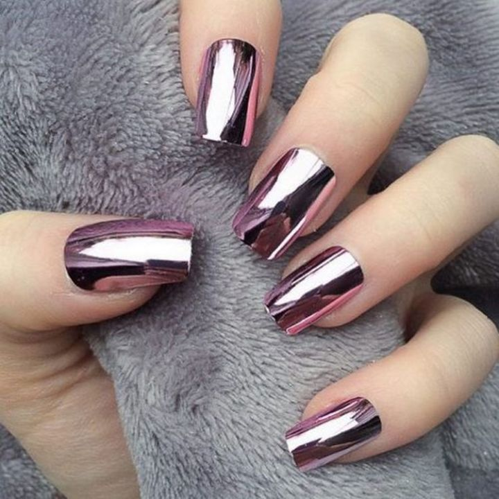 Winter chrome nails that are edgy and sleek.