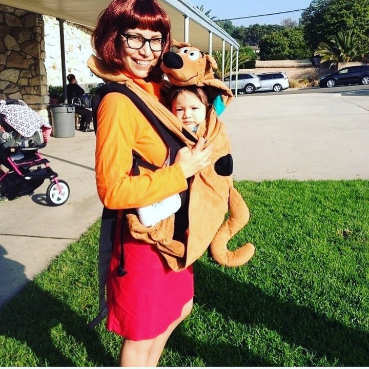 17 Funny Halloween Costumes for Babies - Velma Dinkley and Scooby-Doo costume.