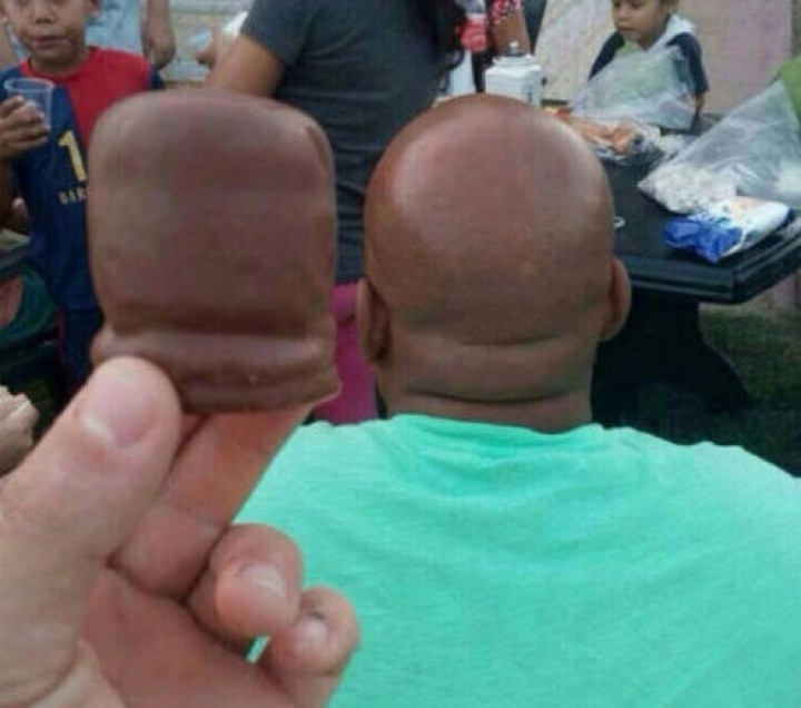 18 Perfectly Timed Photos - The resemblance is striking.