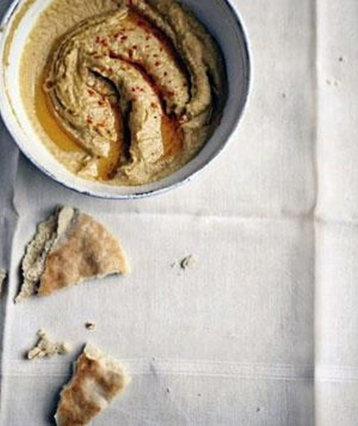 13 Delicious College Student Recipes - Hummus.