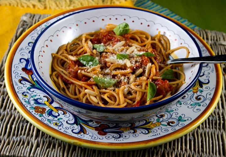 13 Delicious College Student Recipes - Garden Fresh Tomato Sauce.