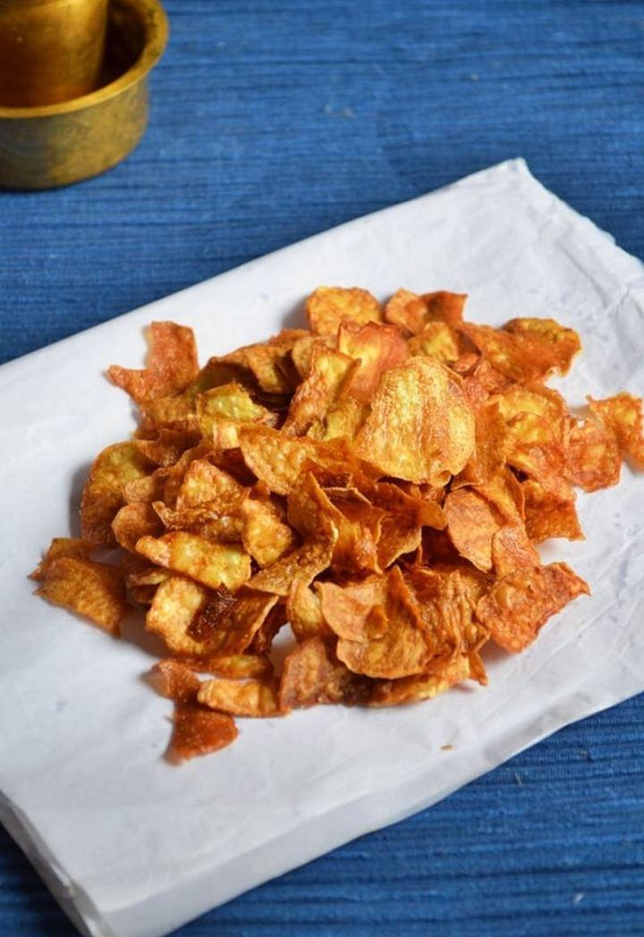 35 Indian Appetizer Recipes - Sakkaravalli Kizhangu Chips (Sweet Potato Chips).
