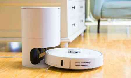 an effortless hands-free robot vacuum