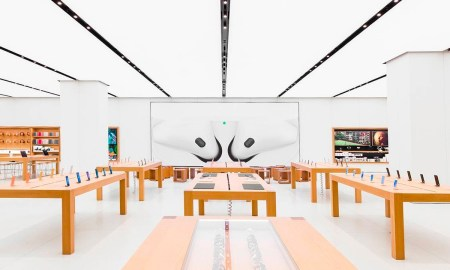 Apple Reopens All 270 U.S. Stores for the First Time in a Year