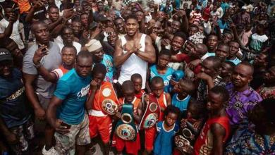 Photo of Anthony Joshua takes his belts to the streets of Makoko Lagos (Photos)