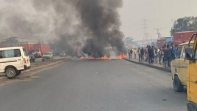Photo of Gunshots fired, stoning and pandemonium in Lagos as Touts and Police clash over #OkadaBan (Video)