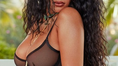 Photo of Rihanna Shows Off Hot Body As She Poses In A Sexy Lingerie